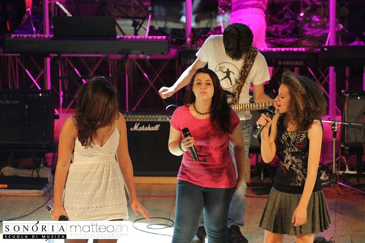 black_dog_on-stage-13-21