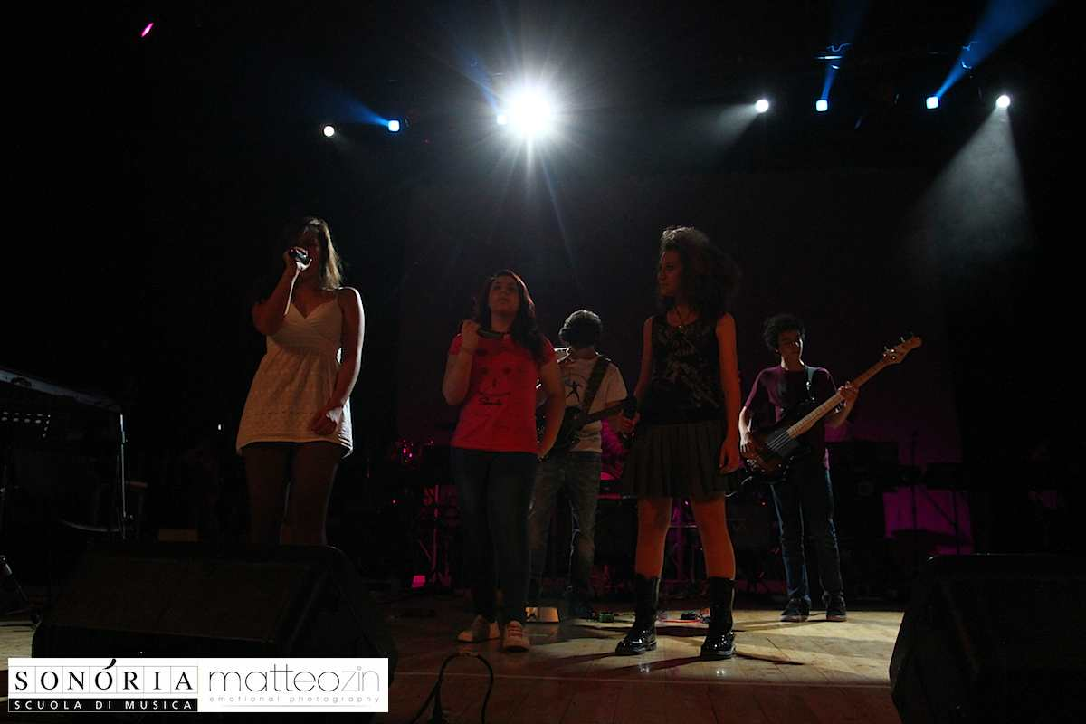 black_dog_on-stage-13-22