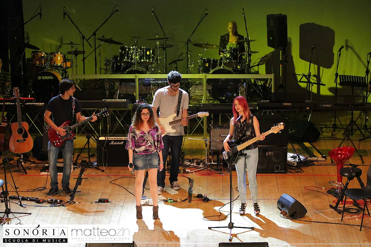 u_being_u_on-stage-13-56